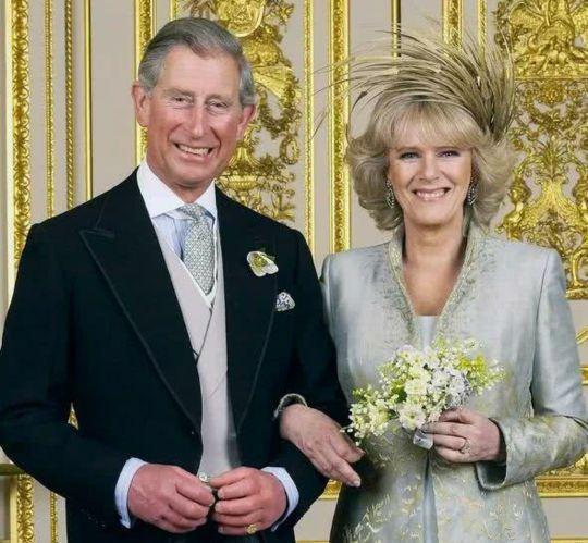 澳洲男拼了拿儿子与女王照片做对比以证明自己是查尔斯子