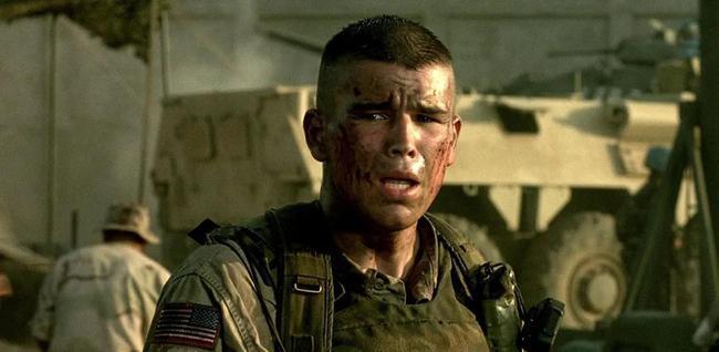 同年,乔什·哈奈特还在在雷德利·斯科特执导的战争大片《黑鹰坠落》