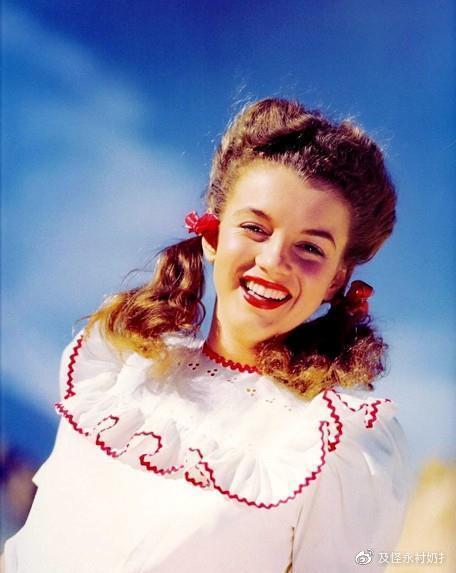 1953年,梦露在影片《飞瀑欲潮》中的表演得到了广泛的好评.