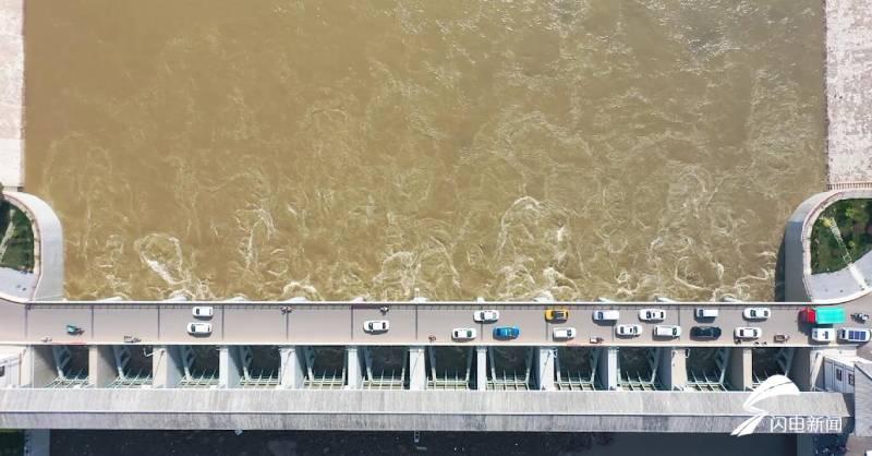 与此同时,武城也组织巡逻队,在闸口附近设立警示标语标识