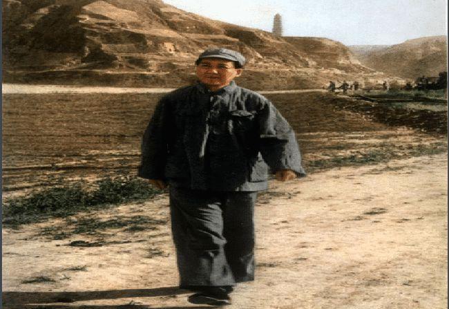 1925年2月6日,带着妻子杨开慧,二弟毛泽民,和两个孩子毛岸英和